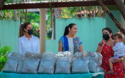 Entregan apoyo alimentario a niñas y niños de Bahía de Banderas